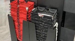 Do predajne zaviedli košíky dvoch farieb, pričom každá má iný význam. Myšlienka sa ihneď stala hitom internetu