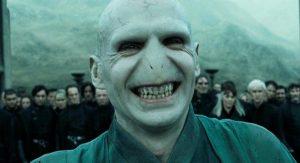 Herec, ktorý v čarodejníckej ságe stvárnil Voldemorta, je v skutočnosti veľký sympaťák