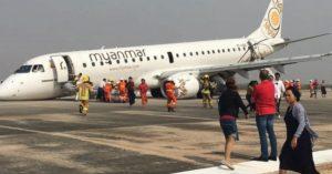Pasažieri zažili na palube desivé momenty. Pilotovi sa pri pristávaní nevysunuli predné kolesá podvozku